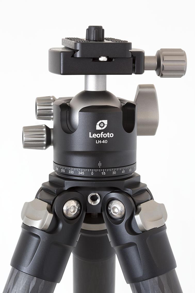 Leofoto LS-323C+LH-40 detalle de la rotula y entrada tornillo