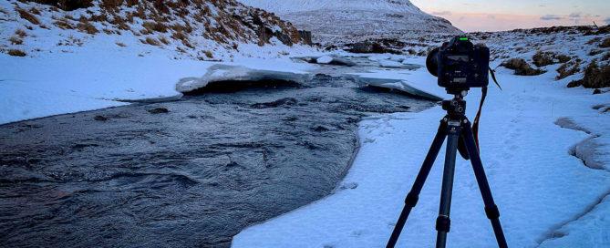 Fotógrafo paisajista Miguel Angel Morenatti probando tripodes Leofoto en invierno