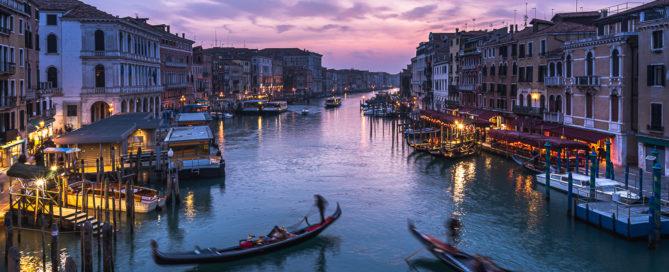Venecia al atardecer con trípodes Leofoto