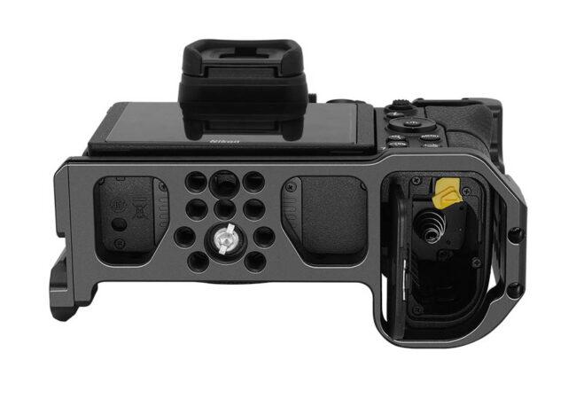 Vista inferior de la camera Cage Leofoto Nikon Z6-Z7
