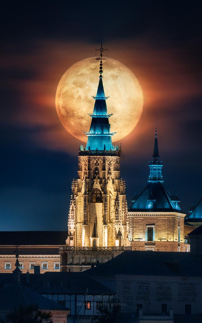 foto anochecer con luna