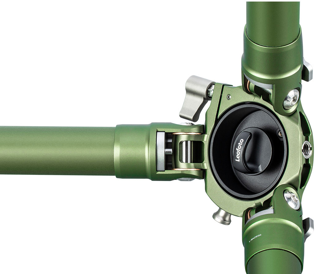Vista inferior trípode de carbono Leofoto LM-364CL verde